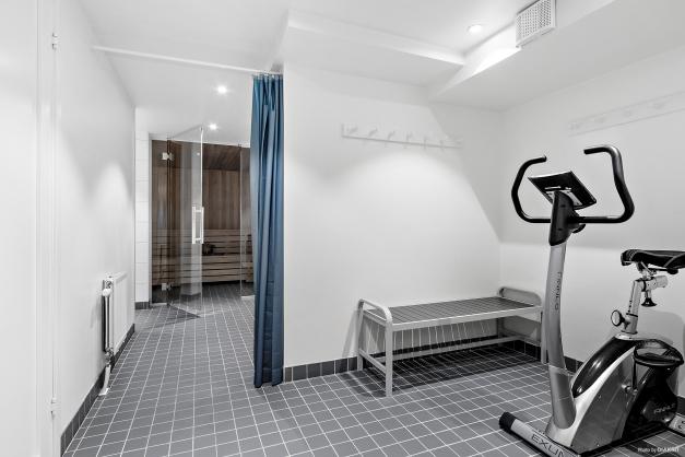 Föreningens gemensamma bastu med träningsmöjligheter och dusch.