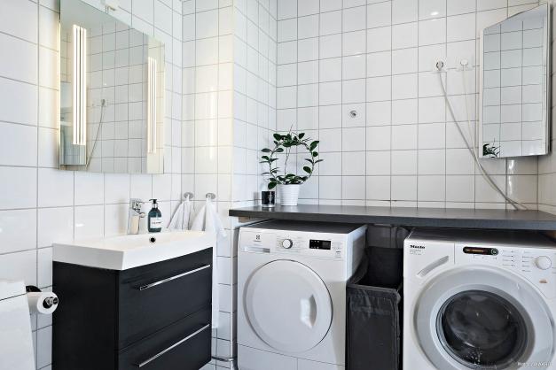 Tvättmöjligheter med överliggande bänkskiva.