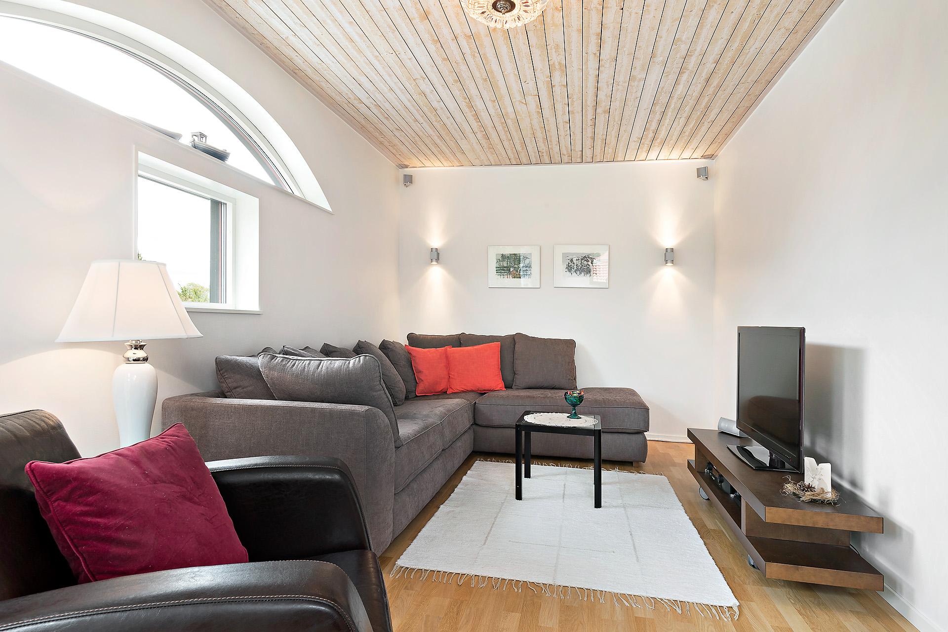 Allrummet på övervåningen - en avskild plats för tv-tittande.