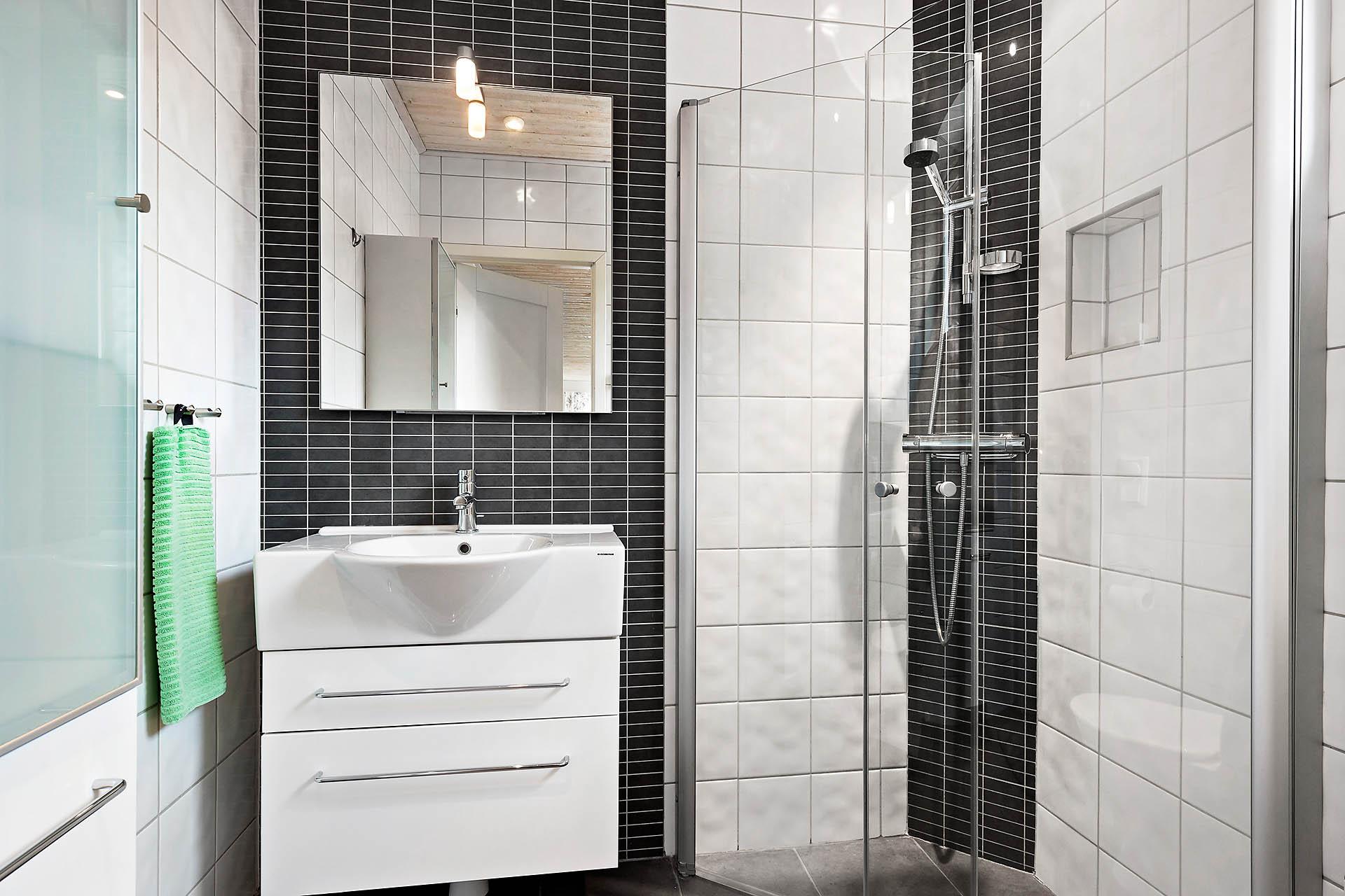 Badrum med dusch på övervåningen