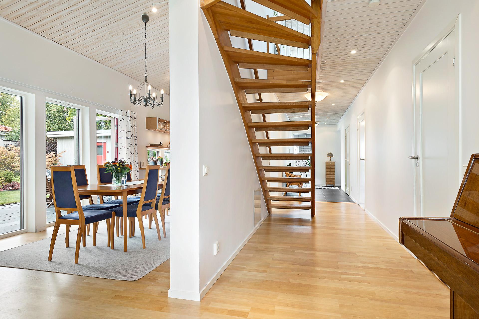 Stilren trappa till övervåningen