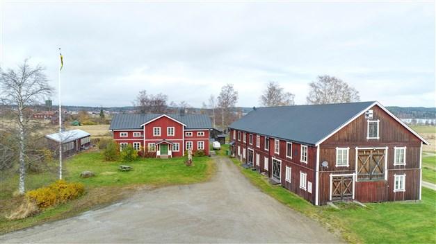 Välkommen till Älvstagården i Jättendal - En fastighet för privatbruk, verksamhet, djurhållning eller egna idéer och visioner!