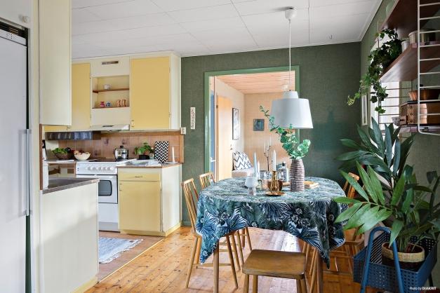 Öppet mot kök och storstuga