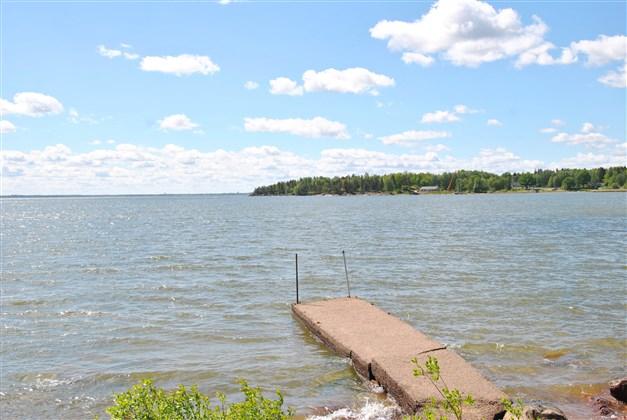 Servitut på bryggan, liksom på båtplats och annan brygga i västra delen av udden