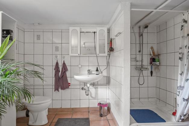 Badrum med dusch i källaren