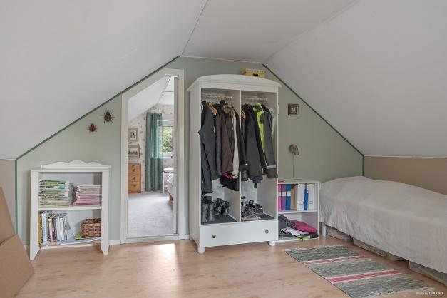 Allrum/sovrum på ovanvåning