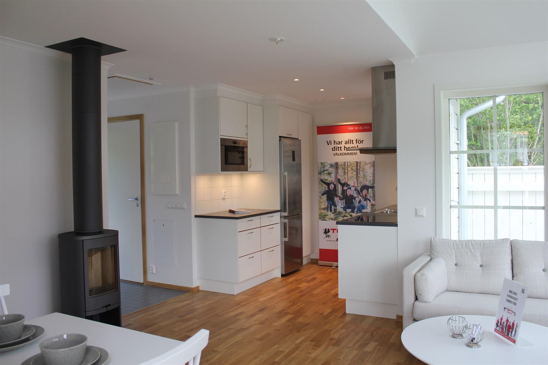 Vardagsrum och kök i öppen planlösning