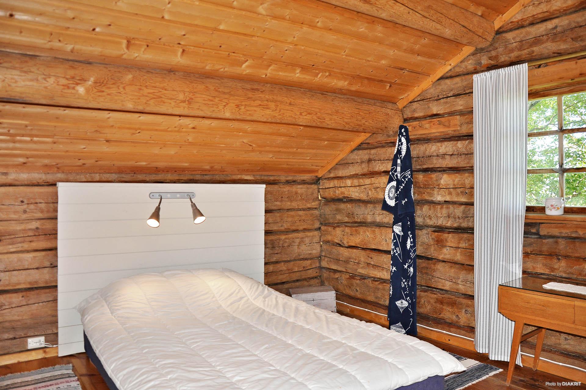 Sovrum på övervåningnen i ladan