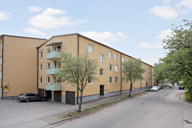 Välkommen till Hillmansgatan 18a - här bor du i trivsamma och grönskande omgivningar endast 10 minuter från centrum.