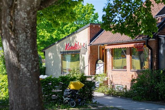 Salabacke erbjuder ett flertal caféer, däribland Bageri Brantingstorg