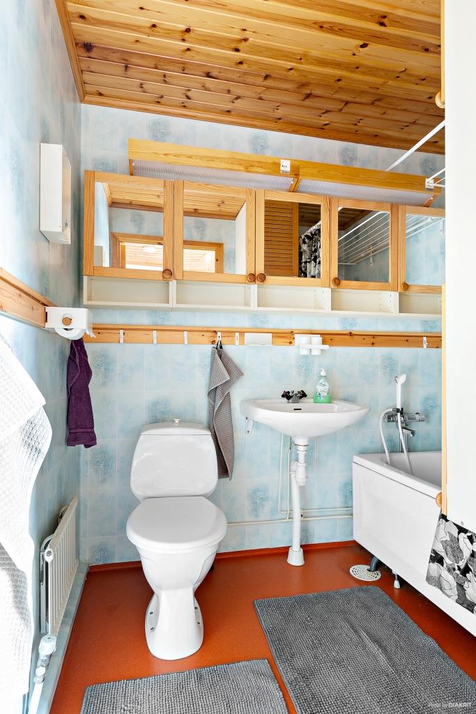 Badrum med badkar.