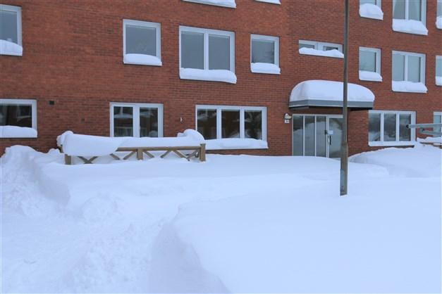 Välkommen till Sehlstedtsvägen 31, en etta på första våningen