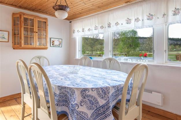 Utsikt från kök mot bland annat Halleberg