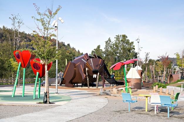 Stadsparken i Partille med lekområden, multisportplan, utomhusscen med tillhörande samlings- och picknickytor