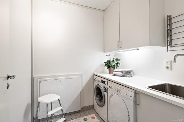 Tvättrum med ytterligare förvaring