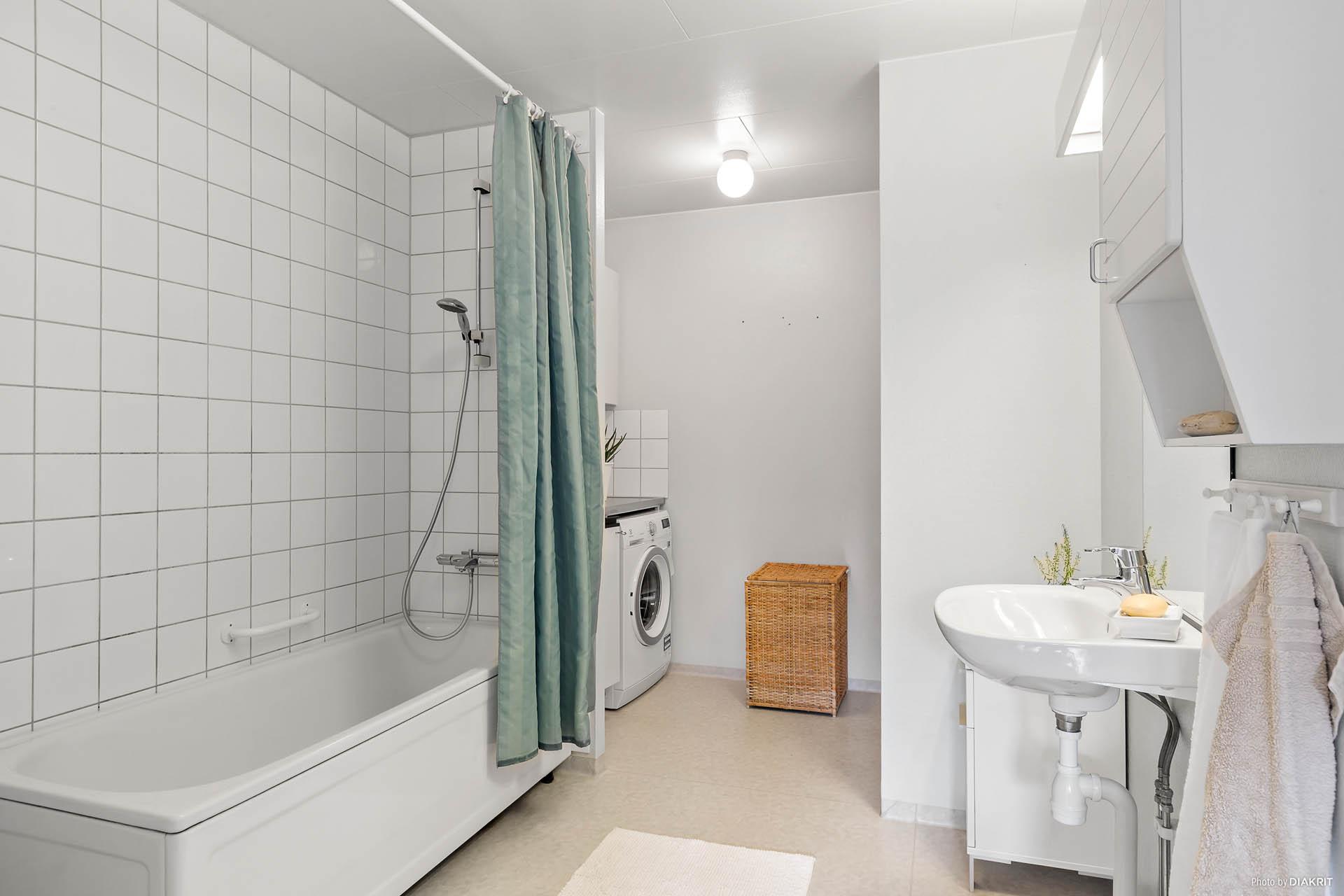 Badrum med tvätt-del.