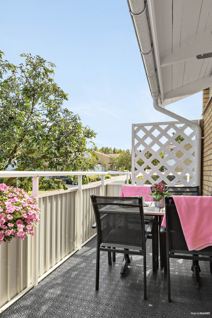 Underbar balkong i anslutning till köket!