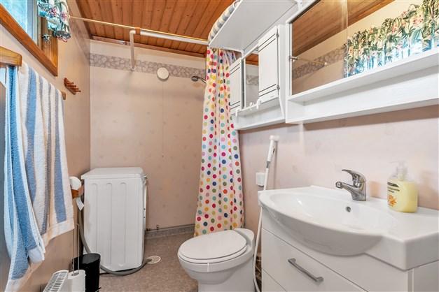 Badrum med vattentoalett