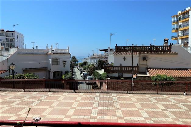 Strandnära läge! Havsutvy från vardagsrum, terrass och 2 sovrum