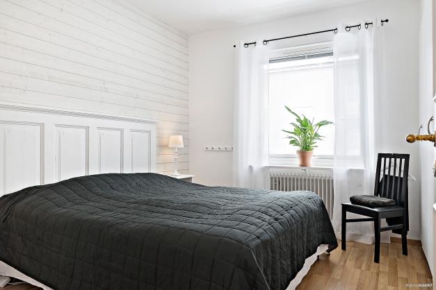 Sovrum med gott om garderober