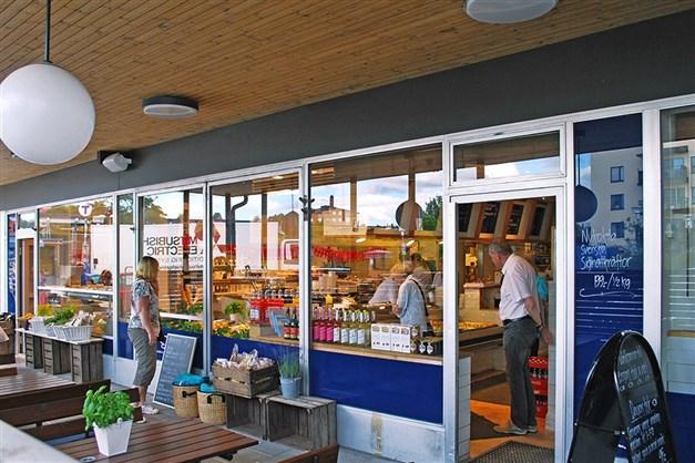 Erssons Fisk & Deli ligger i Fruängens centrum.