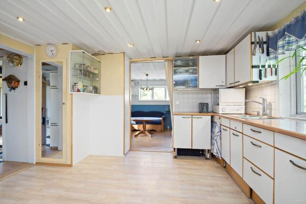 Bra med förvaring, delar av köket har golvvärme.
