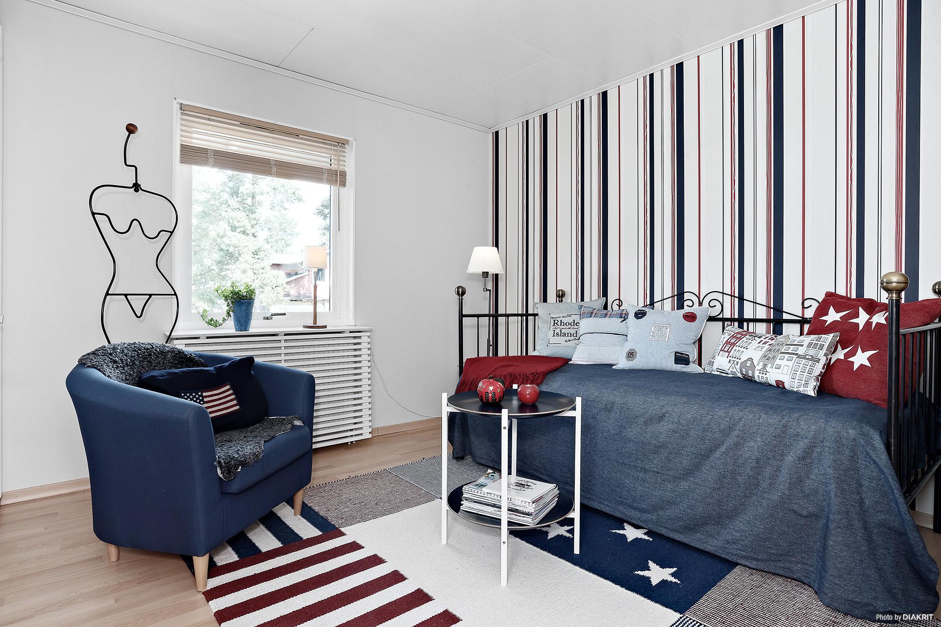 Ytterligare ett rymligt sovrum med ingång till klädkammare