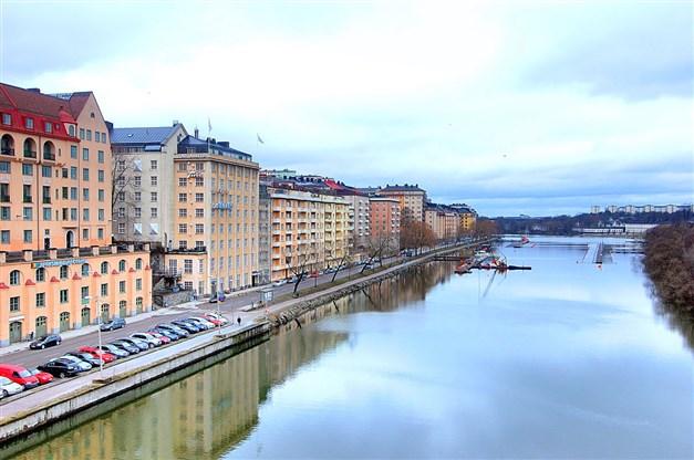 Pampiga Tulo-huset sett från Sankt Eriksbron