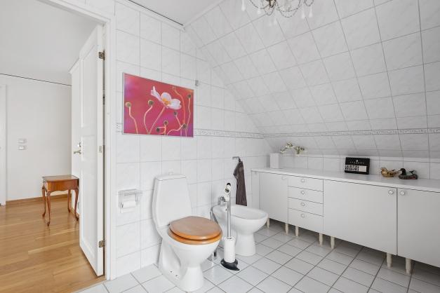 Badrum på ovanvåningen.