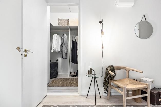 Rymlig walk-in closet