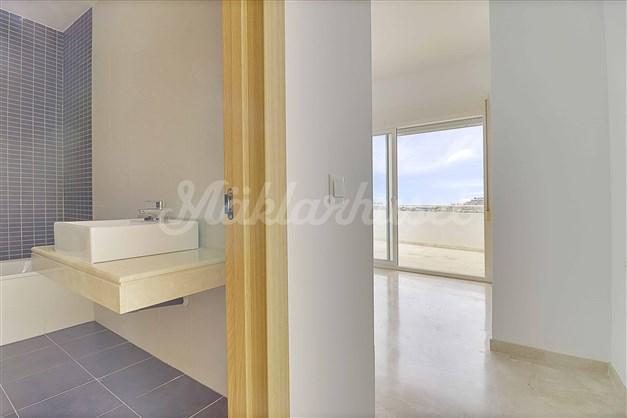 I några av lägenheterna finns sovrum med eget badrum