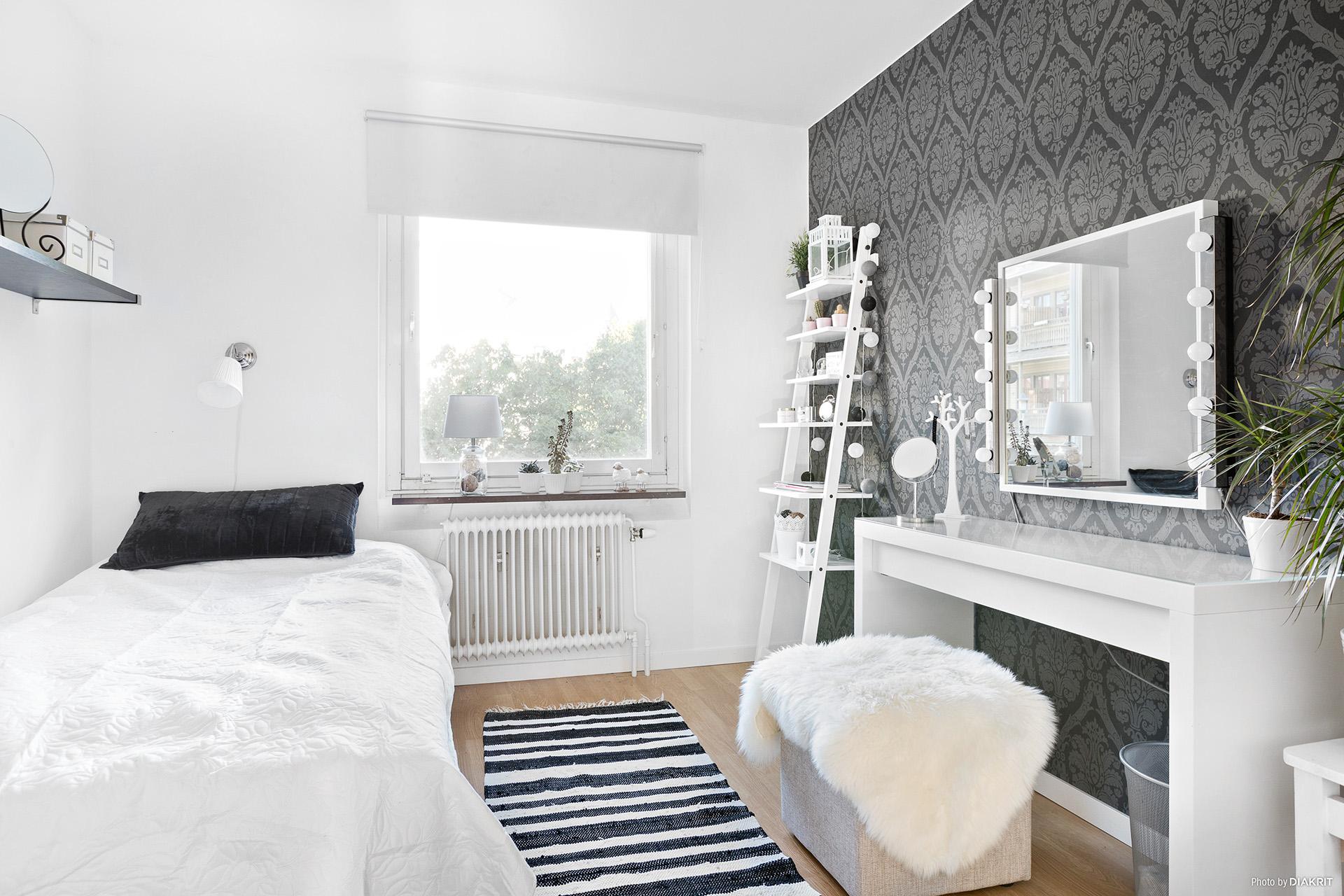 Sovrum 2 med 1 garderob
