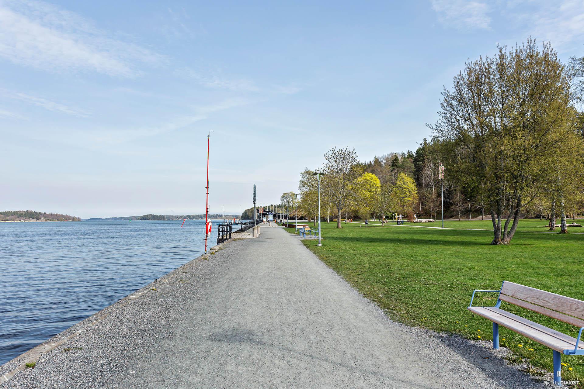 Vackra omgivningar, societetsparken längst med Norrtäljeviken.