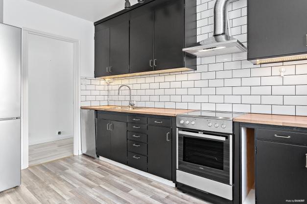 Köket med nyare vitvaror
