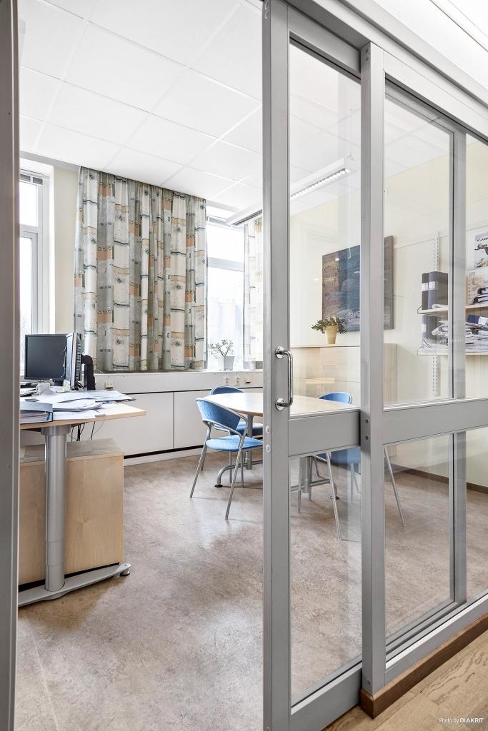Skjutbara glaspartier till kontorsrummen