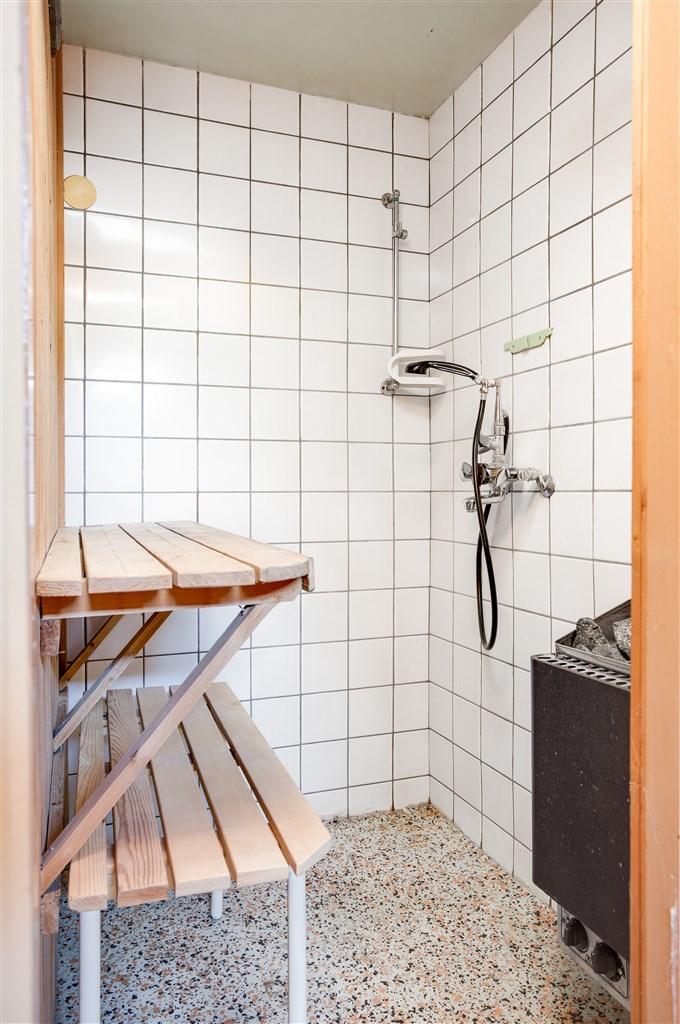 Kombinerad dusch och bastu.