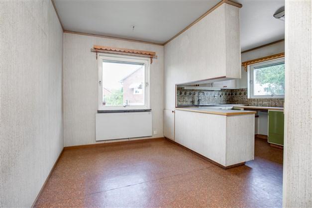Här finns plats för större köksmöbel.