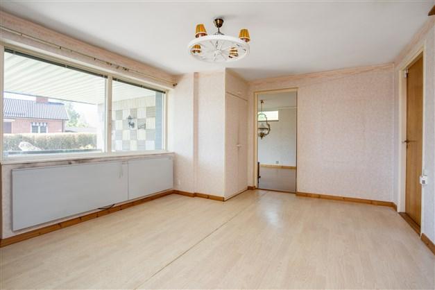 Hallen med gillestuga intill och ingång till övriga utrymmen såsom wc, dusch/bast, tvättstuga mm.