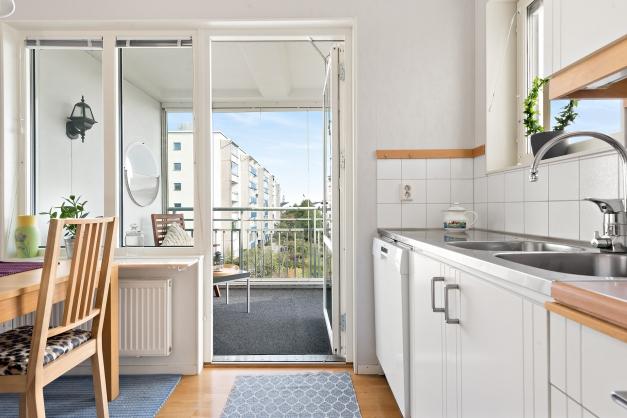 Utgång till balkong från kök