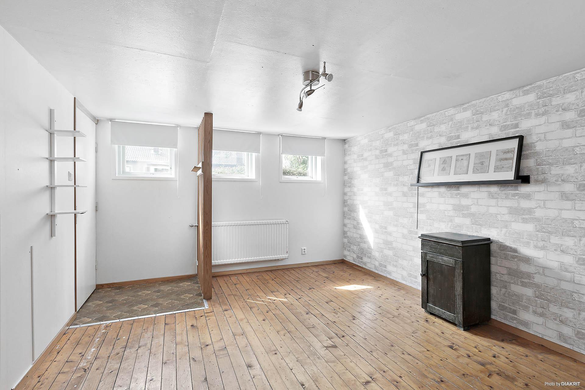 Hobbyrum i källarplan med egen entré