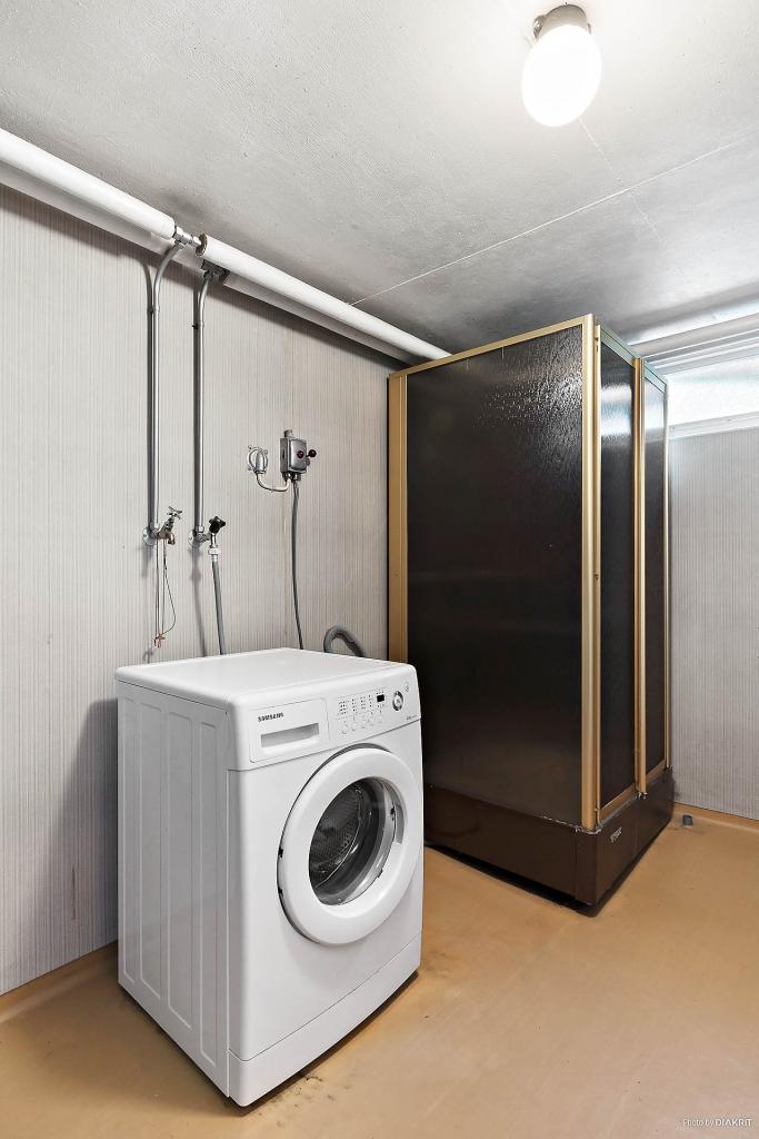 Tvättstuga/dusch i källarplan