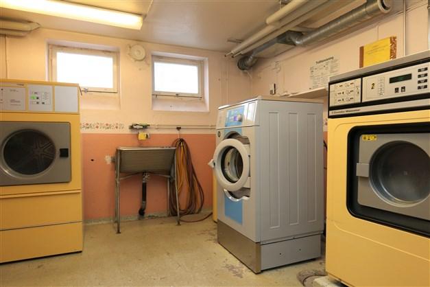 Föreningens gemensamma tvättstuga i källaren