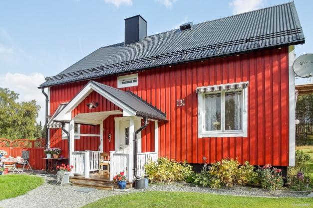 1½-plans villa med källare!