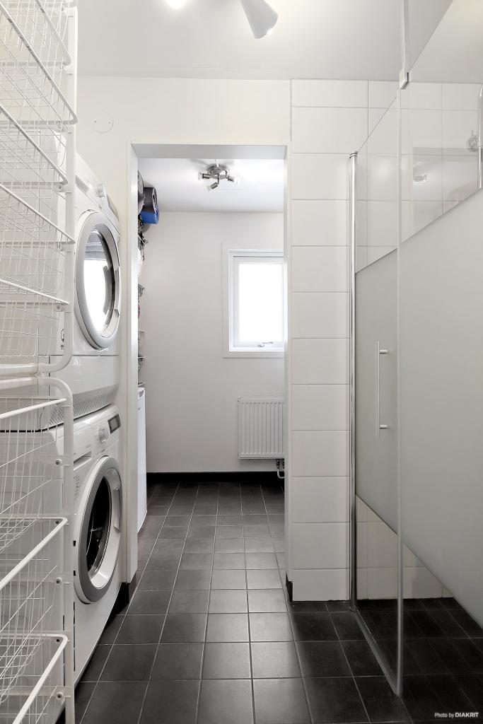 Dusch, tvättpelare & förråd (plan 1)