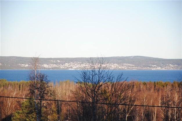 Utsikt över Siljan (bilden tagen lite högre upp på vägen - alltså ej från tomten)