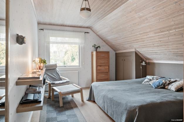 Sovrum 1 på övervåningen.