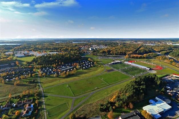 Kungsängens idrottsplats, inom gångavstånd.