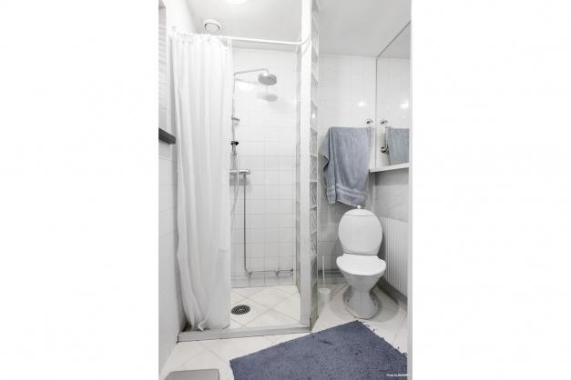 Helkaklat badrum på bv.