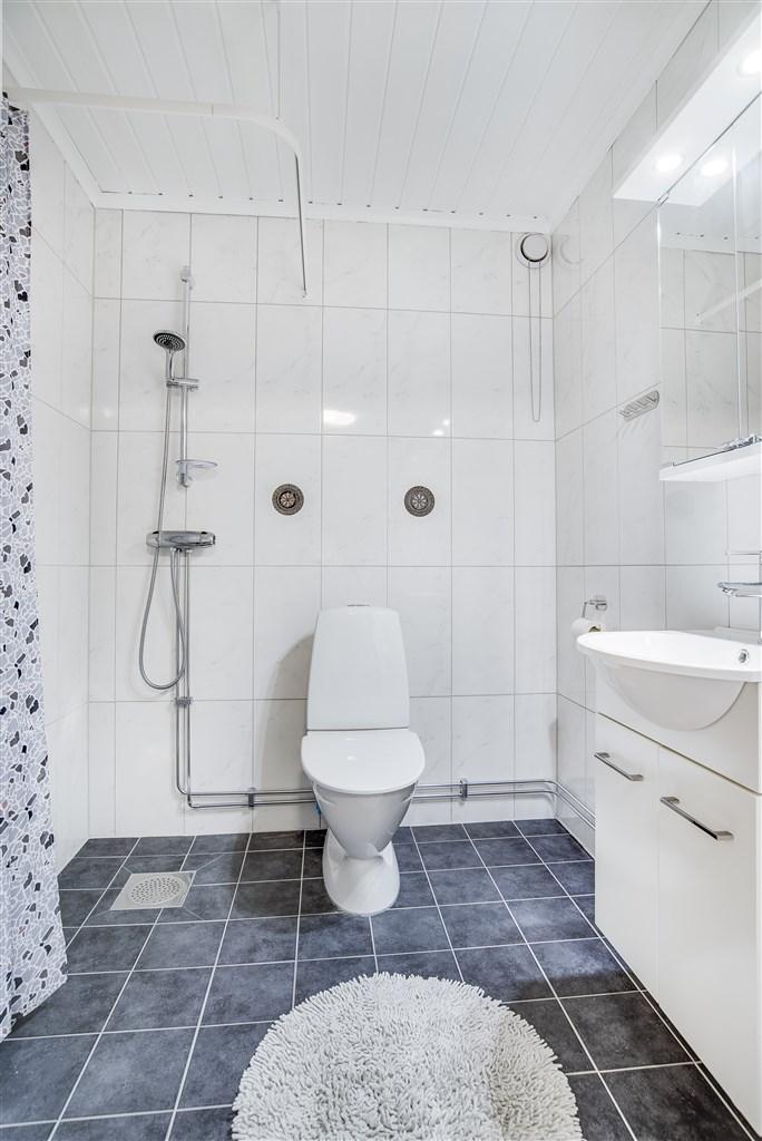 BV: Gästtoalett med dusch
