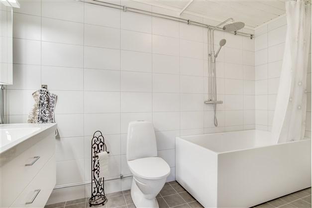 ÖV: Helkaklat badrum.